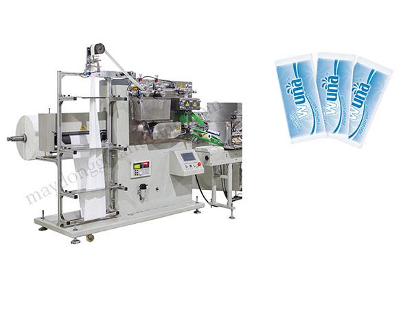 Máy hơi lớn nhưng được thiết kế tối ưu hóa, chất liệu vải không dệt được lắp vào máy theo cuộn lớn sau đó bắt đầu đóng gói sản phẩm: gấp khăn - nhúng sản phẩm vào hương liệu được pha sẵn - cắt vải - tạo túi - đóng gói - im date ( máy in có thể gắn thêm vào máy) - thành phẩm. Trên màn hình luôn hiện thị quá trình đóng gói, với công nghệ tiên tiến nên máy hết nguyên liệu sẽ báo động và đồng thời ngưng việc sản xuất để tiết kiệm nguyên liệu