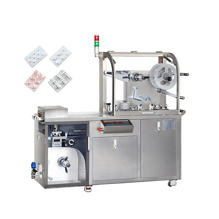 Máy đóng gói viên nén dạng vỉ thuốc: Là máy được sử dụng trong ngành dược phẩm, chế biến thực phẩm chức năng, viên nén, kẹo, …. Máy có thể đóng nhiều loại hình dạng khác nhau: tròn, vuông, chữ nhật, tam giác,… Được thiết kế với công nghệ hiện đại nên qui trình sản xuất được bảo đảm an toàn và đúng tiêu chuẩn. Vận hành tự động, nhanh chóng và đảm bảo được chất lượng sản xuất Tính năng hoạt động của thiết bị: - Thiết kế tiên tiến nên máy đóng gói khi sản xuất tiếng ồn được giảm xuống mức thấp nhất và các lỗi ít xảy ra hơn. Công suất truyền tải được sử dụng với công nghệ tiên tiến nên việc sản xuất dễ dàng vận hành mà không gây lỗi nào - Máy đóng gói viên nén dạng vỉ thuốc được điều khiển bởi hệ thống được cài đặt để các vật liệu PVC, PTP, Nhôm có thể tự động nạp và có thể tự động cắt sau khi đã trán mặt sản phẩm để đảm bảo khoảng cách tối thiểu giữa các vỉ thuốc và các trạm không quá gần nhau - Các bước sau khi đóng gói ở các sản phẩm khác nhau đều được ghi nhớ để có thể tiện sử dụng cho các lần sau. Ngoài các thiết bị được trang bị trên máy đóng gói, ta có tùy chọn các thiết bị bên ngoài để cho việc đóng gói hoàn chỉnh hơn như trang bị máy đếm bước các sản phẩm, indate, thiết bị điều chỉnh hiệu suất,.... Tham số về thông số kỹ thuật của máy đóng gói viên nén dạng vỉ thuốc: