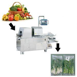 Ở Việt Nam chúng ta, có rất nhiều hoa quả, rau củ quả vô cùng phong phú. Có lợi thế là quốc gia có khí hậu ôn đới phù hợp cho quá trình và phát triển của chúng như bơ, cam, xoài, chuối, thơm, bưởi, vú sữa, dừa dưa hấu, sầu riêng, ,... các loại sản phẩm này có giá trị cao trên thị trường quốc tế. Tuy nhiên, khi chúng ta muốn xuất khẩu đến các nước châu Âu, Nhật Bản, Hàn Quốc, Mỹ,..hay các quốc gia Đông Nam Á trong khu vực thì điều đầu tiên chúng ta quan tâm là dây chuyền sản xuất, chất lượng đầu vào của sản phẩm, quá trình sản xuất, chất lượng sau khi đóng gói,... cần phải đạt được sản phẩm lẫn hình thức phải đồng nhất và đẹp mắt. Đóng gói bằng cách truyền thống sẽ không đạt được chất lượng như mong muốn, mẫu mã - bao bì sẽ không có bước đột phá để gây ấn tượng cho người tiêu dùng. Máy đóng gói rau củ quả ra đời giúp ta khắc phục được các tình trạng như bao bì không bị đồng đều sau khi đóng gói, mẫu mã ngày càng đa dạng và phong phú, sản phẩm luôn được bảo vệ khỏi các tác nhân từ bên ngoài, việc lưu trữ cũng được kéo dài hơn. Bạn là một doanh nghiệp khi mới biết đến máy đóng gói, đang tìm hiểu chúng nhiều hơn nhưng chưa biết tham khảo hay tìm hiểu như thế nào để tìm thấy chiếc máy thích hợp? Hãy để An Thành từ vấn và hỗ trợ bạn hoặc bạn có thể thông qua bài viết dưới đây để hiểu rõ hơn về chúng nhé! Máy đóng gói rau củ quả dạng chân không: Là thiết kế mới nhất của chúng tôi để đóng gói rau và trái cây bằng khay có màng bọc. Máy rất phổ biến cho các nhà cung cấp trái cây và rau quả. Đặc biệt là đối với các điểm vượt trội. Nó được làm bằng thép không gỉ 304. Phương pháp điều khiển là điều khiển PLC. Một máy chỉ cần một người vận hành để vận hành máy. Tiết kiệm sức lao động và hiệu quả cao. Machie có thể đóng gói hầu hết tất cả các loại rau củ quả như: cà chua, cà rốt, cà chua bi, dưa chuột, bắp cải, củ sen, rau bina, ngũ cốc. trái cây như: táo, lê, đào, chanh, cam, dâu tây, vv. Ngoài ra, máy còn phù hợp với các loại nguyên liệu khác như thịt, trái cây sấy khô, xà phòng